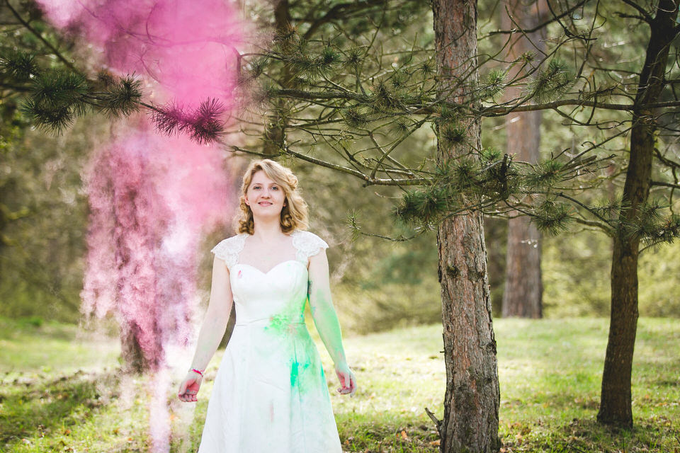 Trash-The-Dress-after-wedding-holi-color-shooting-heidelberg-schwetzingen-herr-knebel-fotografie 12
